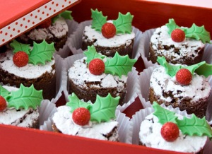 Christmas-brownie-bites-with-holly-leaves
